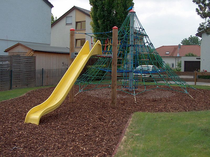 Klettergerüst Mit Rutsche : Spielplätze